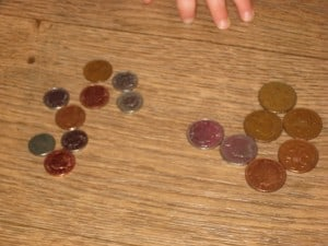 sorting coins by size - big and small