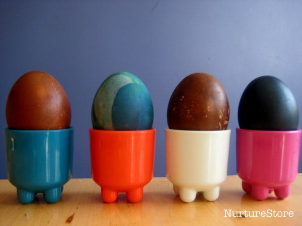 egg decorating with natural dyes