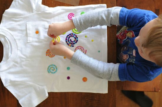 A cool kids craft : design a t-shirt with stickers