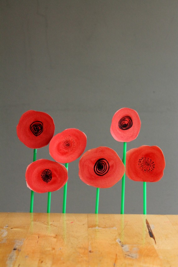 Beatiful poppy wreath Remembrance Day craft for kids