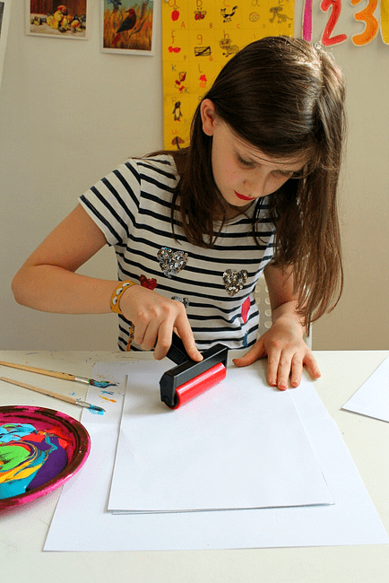 using-a-roller-to-make-a-monoprint