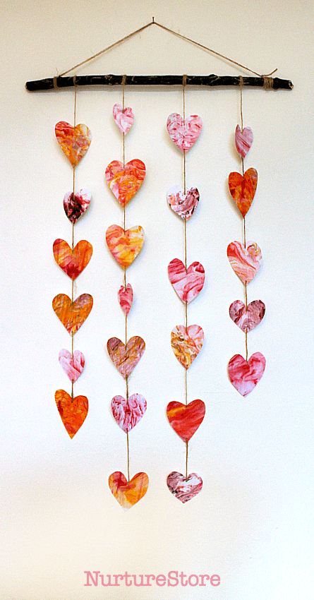 Easy valentine heart mobile - cute Valentine craft!