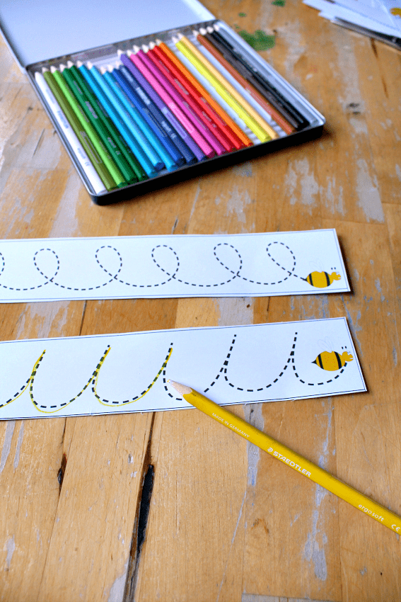 letter shapes tracing card printable bee