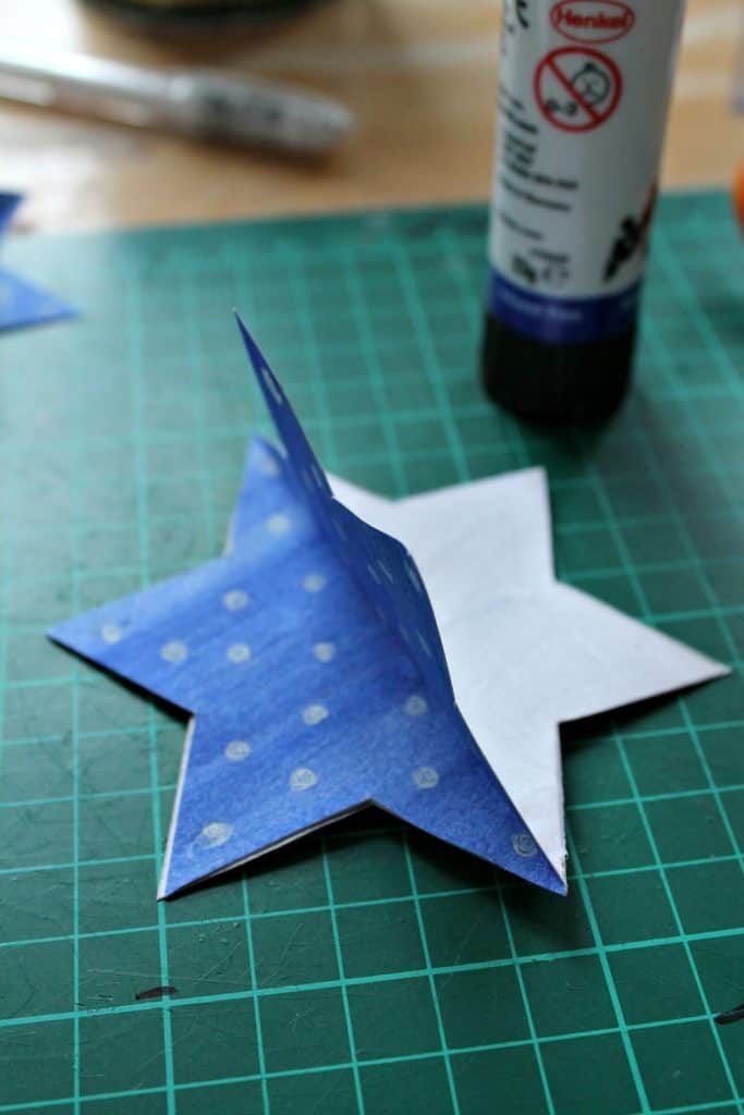 Origami Stars Folding Instructions - How to Fold an Origami Star | 1024x683